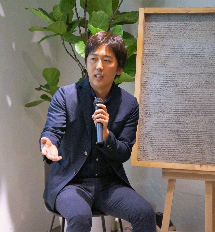 モルタル造形作家・空間デザイナーの栗原規男さん