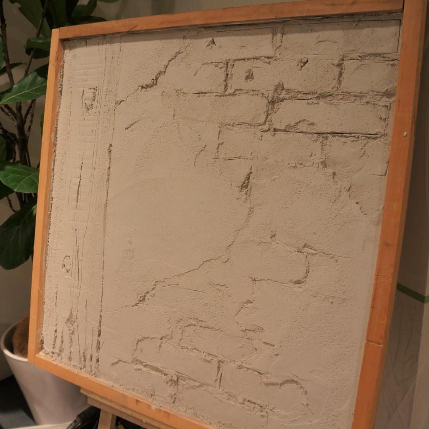 5分もたたないうちに、モルタルだけで、レンガや木が露出してきたアンティークな壁が完成